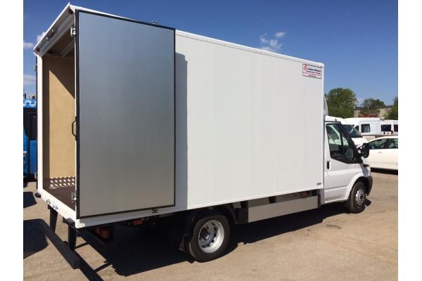 Промтоварный фургон Ford Transit масса с нагрузкой 3500 кг